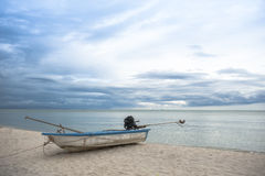 Bateau en mer tropicale thailand Photo stock