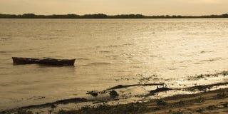 Bateau en rivière d'argent Photos libres de droits