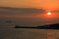 Bateau et coucher du soleil Image stock