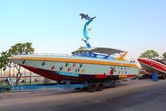 Bateau et ferry-boat de vitesse Image stock