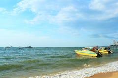 Bateau et ferry-boat de vitesse Images stock