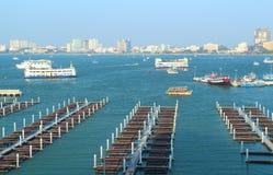 Bateau et ferry de vitesse photographie stock