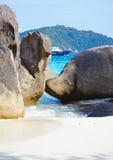 Bateau et océan de rochers Images libres de droits