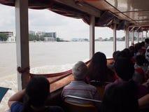 Bateau exprès de transport de passager du fleuve Chao Phraya de vue intérieure Image libre de droits