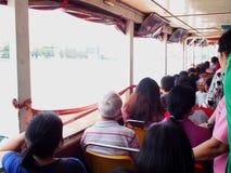 Bateau exprès de transport de passager du fleuve Chao Phraya de vue intérieure Photo libre de droits