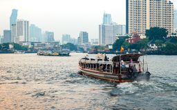 Bateau exprès sur Chao Phraya River Images libres de droits