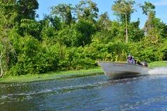 Bateau flottant sur le lac maracaibo, Venezuela Photographie stock libre de droits