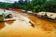 Bateau fonctionnant en rivière de Kwai Images libres de droits