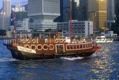 Bateau guidé de touristes en Hong Kong Harbor Image stock