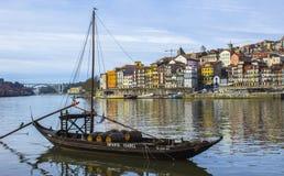 Bateau historique sur la rivière à Porto, Portugal Photographie stock libre de droits