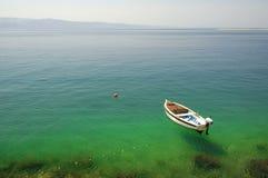 bateau isolé Photo libre de droits