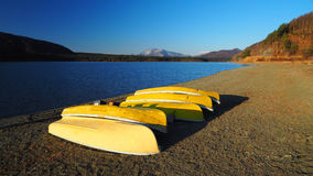Bateau jaune Photographie stock libre de droits