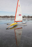 Bateau jaune de glace Images stock