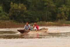 Bateau local de transport à la rivière de Nam Ou Photo libre de droits