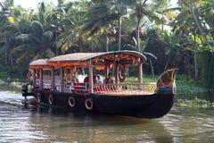 Bateau-maison sur des mares au Kerala, Inde du sud photo libre de droits