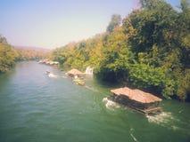 Bateau-maison sur la rivière Kwai chez Sai Yok National Park Photographie stock