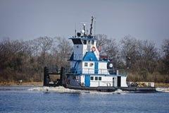 Bateau marin de poussée ou bateau de traction subite en rivière avec la péniche Image libre de droits