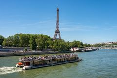Free Bateau Mouche On The Seine River With Eiffel Tower In The Background Royalty Free Stock Images - 119993969