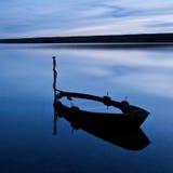 Bateau noyé, lagune de flotte, R-U Image stock