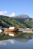 Bateau orange - Nouvelle Zélande Photos stock