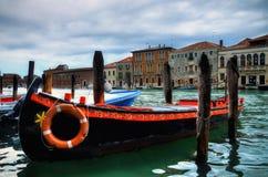 Bateau peint dans Murano Photo libre de droits