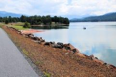 Bateau, plage, lac Chatuge photos libres de droits