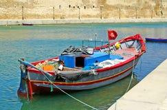 Bateau près de fort de Bizerte Photo stock