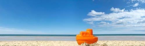 Bateau rêveur la plage photo stock