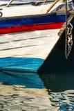 Bateau reflété dans l'eau Photographie stock
