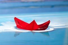 Bateau rouge Photos stock