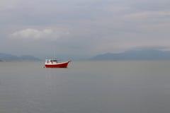 Bateau rouge Photo libre de droits