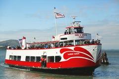 Bateau rouge et blanc de flotte à San Francisco Image libre de droits