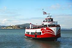 Bateau rouge et blanc de flotte à San Francisco Images libres de droits