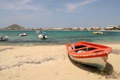 Bateau rouge, Naxos, Grèce Photo libre de droits