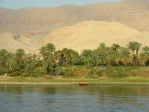 Bateau rouge sur le Nil Images libres de droits