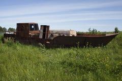 Bateau rouillé abandonné Photos libres de droits