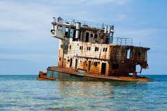 Bateau submergé rouillé Photographie stock libre de droits