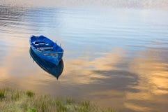 Bateau sur l'eau Image stock