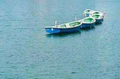 Bateau sur l'eau Photos stock