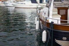 Bateau sur l'eau de mer Photos stock