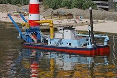 Bateau sur l'eau peu profonde Image stock
