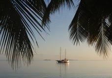 Bateau sur l'océan sur les Maldives Photographie stock