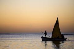 Bateau sur la lagune en île des Îles Maurice Photo stock
