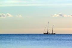 Bateau sur la mer Image libre de droits