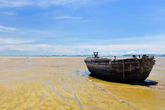 Bateau sur la plage Photo stock