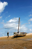 Bateau sur la plage photo libre de droits