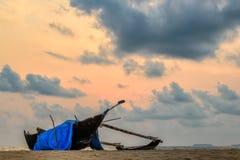 Bateau sur la plage Photographie stock libre de droits