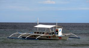 Bateau sur la plage d'île de Panglao Image libre de droits
