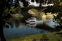Bateau sur la rivière Photographie stock libre de droits