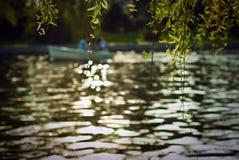 Bateau sur le fleuve Photographie stock libre de droits